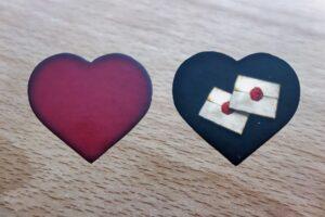 Roméo & Juliette : En proposant une des deux faces du coeur, un joueur indique s'il pense pouvoir retrouver son amant